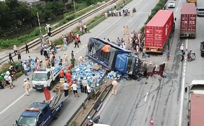 Vụ 7 người thương vong do đứng xem tai nạn: Đừng đổ hết lỗi cho nạn nhân! - Ảnh 2.