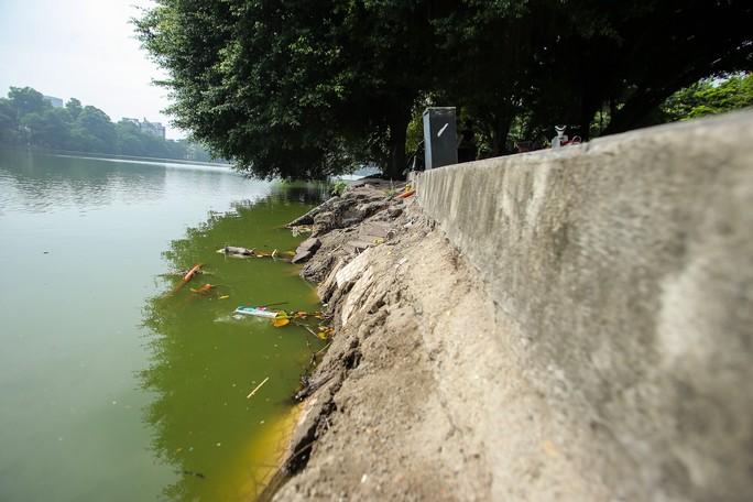 Bờ kè quanh hồ Gươm sụt lún đã nhiều năm nhưng chưa được khắc phục - Ảnh 3.