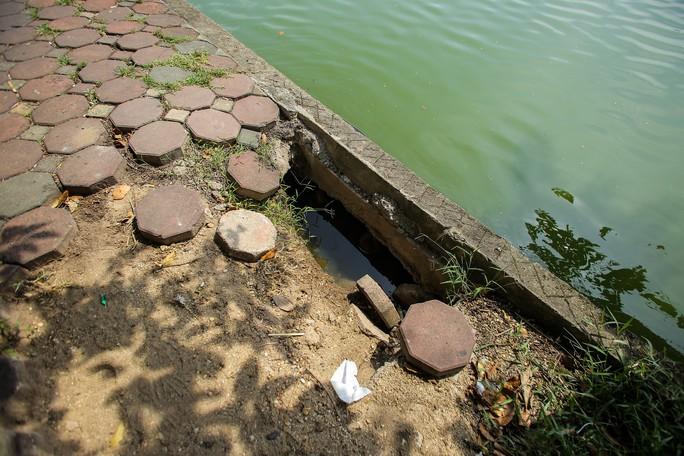 Bờ kè quanh hồ Gươm sụt lún đã nhiều năm nhưng chưa được khắc phục - Ảnh 6.