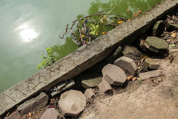 Bờ kè quanh hồ Gươm sụt lún đã nhiều năm nhưng chưa được khắc phục - Ảnh 7.