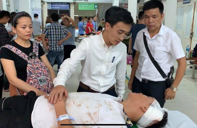 Xe chở đoàn thiện nguyện gặp nạn, 2 giáo viên và nữ sinh 18 tuổi thiệt mạng - Ảnh 1.