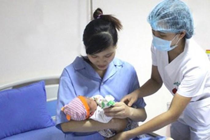Điều kiện, mức hưởng chế độ thai sản khi sinh con thứ 3 trở lên - Ảnh 2.