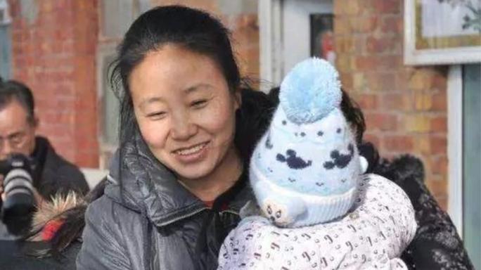 Người phụ nữ nhận nuôi 118 đứa trẻ lãnh 20 năm tù ở Trung Quốc - Ảnh 1.