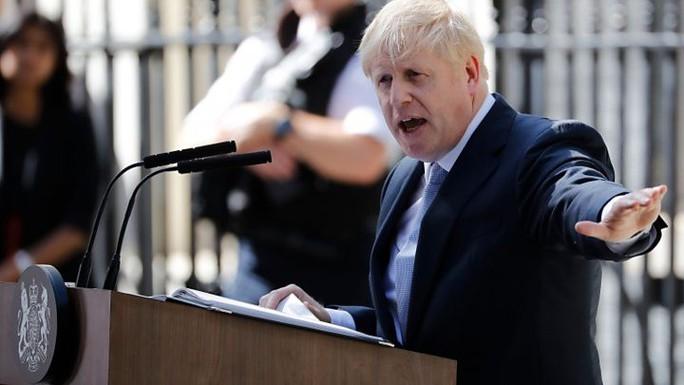 Ông Johnson đại tu nội các vào ngày đầu tiên làm Thủ tướng Anh - Ảnh 1.