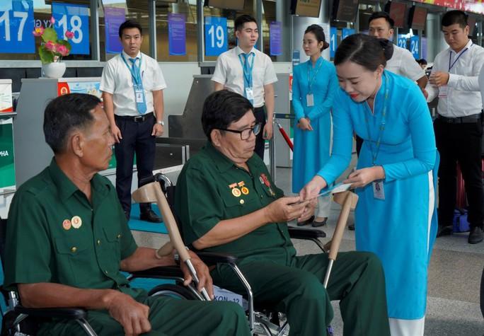 Hành trình đặc biệt tới Hà Nội của cựu tù Côn Đảo và thương binh chiến trường Campuchia - Ảnh 7.