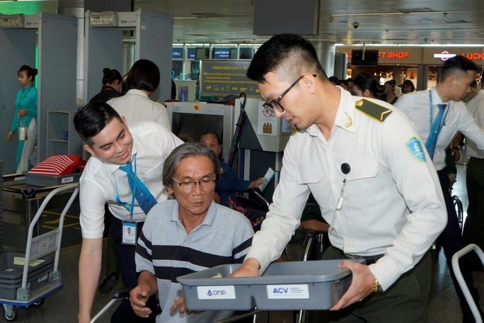 Hành trình đặc biệt tới Hà Nội của cựu tù Côn Đảo và thương binh chiến trường Campuchia - Ảnh 9.