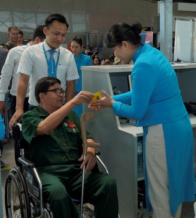 Hành trình đặc biệt tới Hà Nội của cựu tù Côn Đảo và thương binh chiến trường Campuchia - Ảnh 11.