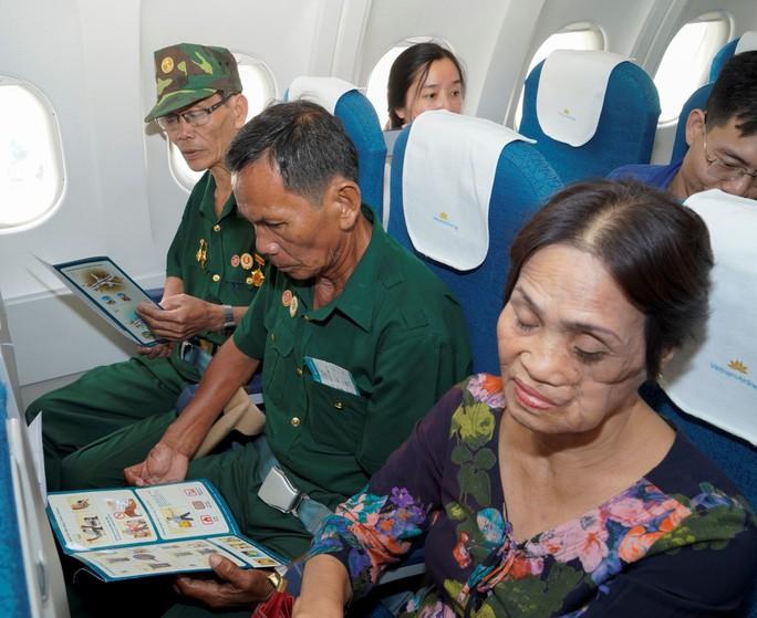 Hành trình đặc biệt tới Hà Nội của cựu tù Côn Đảo và thương binh chiến trường Campuchia - Ảnh 14.
