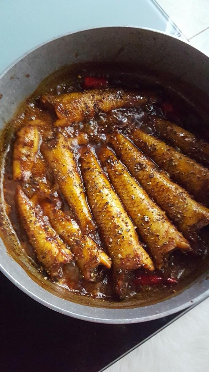 Có món cá bống cát kho khô, chắc phải nấu 2 nồi cơm mới đủ ăn  - Ảnh 1.