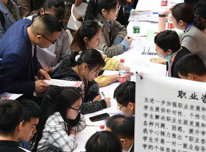 """Cuộc chiến thương mại """"bức tử"""" hàng triệu việc làm ở Trung Quốc - Ảnh 1."""