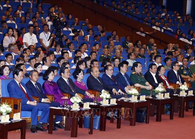 Thủ tướng dự hội nghị tuyên dương 500 thương binh nặng tiêu biểu toàn quốc - Ảnh 2.