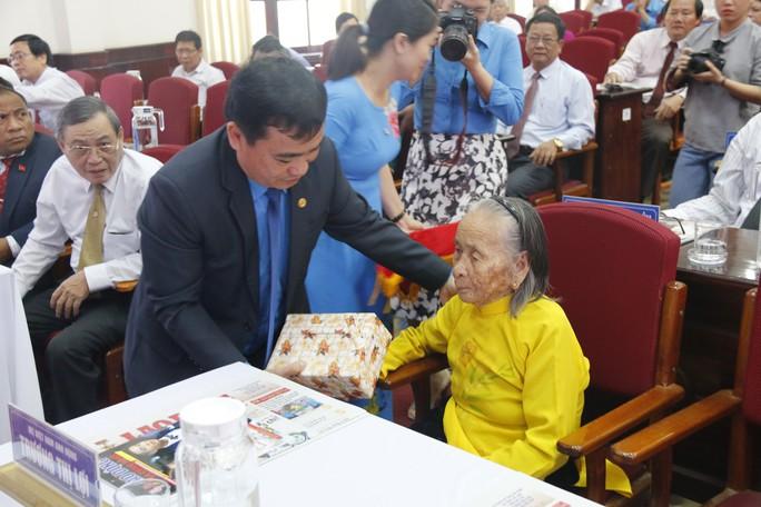QUẢNG NAM: 7 cá nhân được trao tặng giải thưởng Huỳnh Ngọc Huệ - Ảnh 2.