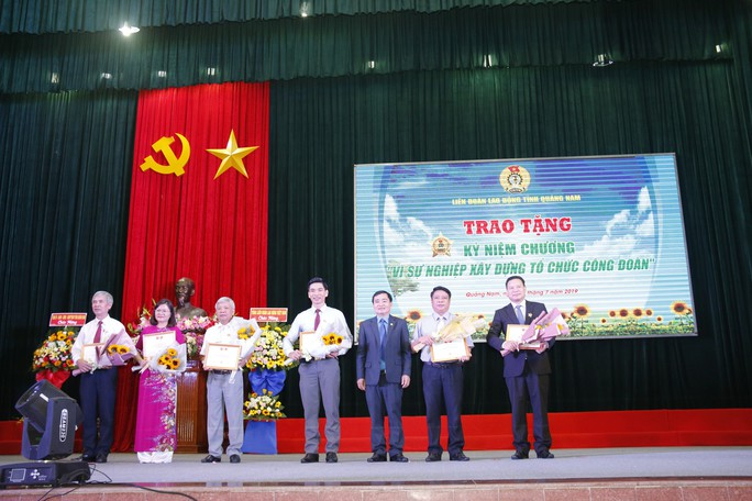 QUẢNG NAM: 7 cá nhân được trao tặng giải thưởng Huỳnh Ngọc Huệ - Ảnh 5.