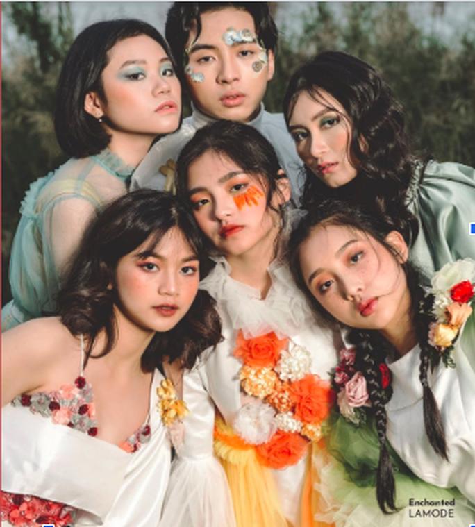 Học sinh trường chuyên Hà Nội thể hiện đẳng cấp thời trang bằng fashion show riêng - Ảnh 1.