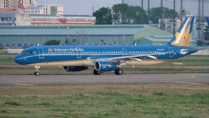 Máy bay từ TP HCM đi Vinh hạ cánh khẩn cấp xuống Đà Nẵng để cấp cứu nữ hành khách - Ảnh 1.