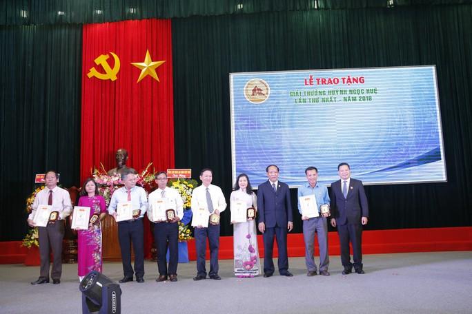 QUẢNG NAM: 7 cá nhân được trao tặng giải thưởng Huỳnh Ngọc Huệ - Ảnh 6.