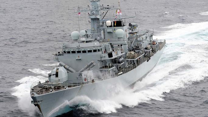 Hạm đội teo tóp, Anh chỉ điều một tàu chiến ra Vùng Vịnh - Ảnh 1.