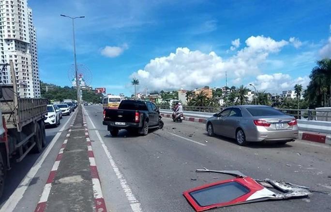 Vụ xe khách gây tai nạn kinh hoàng: Hai nạn nhân đã tử vong - Ảnh 2.