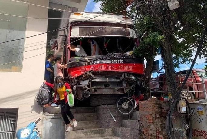 Vụ xe khách gây tai nạn kinh hoàng: Hai nạn nhân đã tử vong - Ảnh 3.