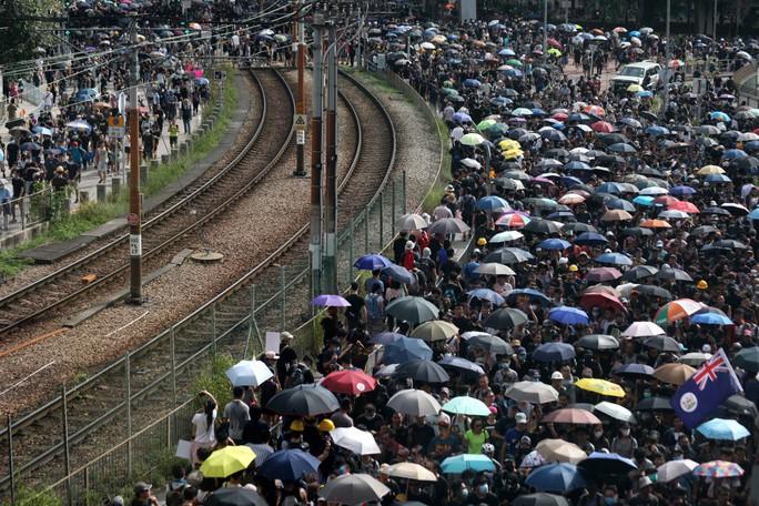 Cảnh sát Hồng Kông tung chiêu mới đối phó người biểu tình - Ảnh 1.