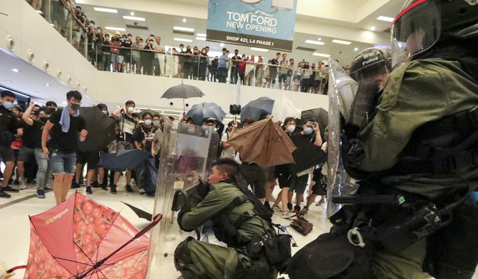 Cảnh sát Hồng Kông tung chiêu mới đối phó người biểu tình - Ảnh 2.
