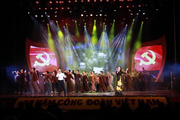 Thủ tướng trao tặng Huân chương Hồ Chí Minh cho Công đoàn Việt Nam - Ảnh 2.