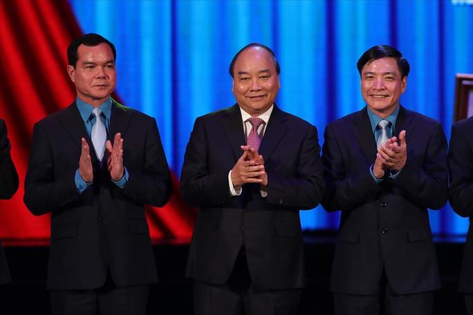 Thủ tướng trao tặng Huân chương Hồ Chí Minh cho Công đoàn Việt Nam - Ảnh 6.