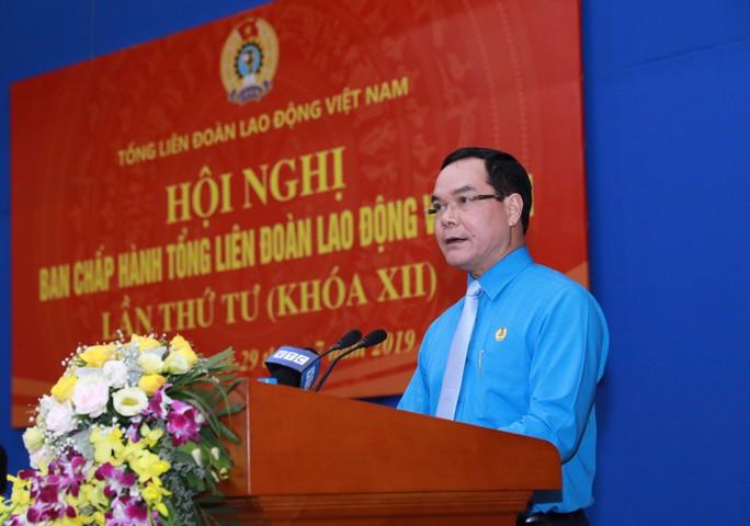 Chủ tịch Tổng LĐLĐ Việt Nam Nguyễn Đình Khang: Đem hết sức mình phục vụ giai cấp công nhân và người lao động - Ảnh 1.