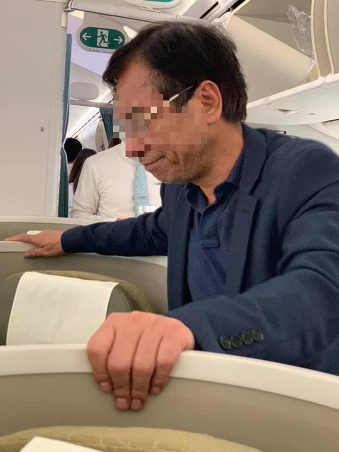 Cảng vụ hàng không lên tiếng việc nam hành khách sàm sỡ cô gái trên máy bay - Ảnh 2.