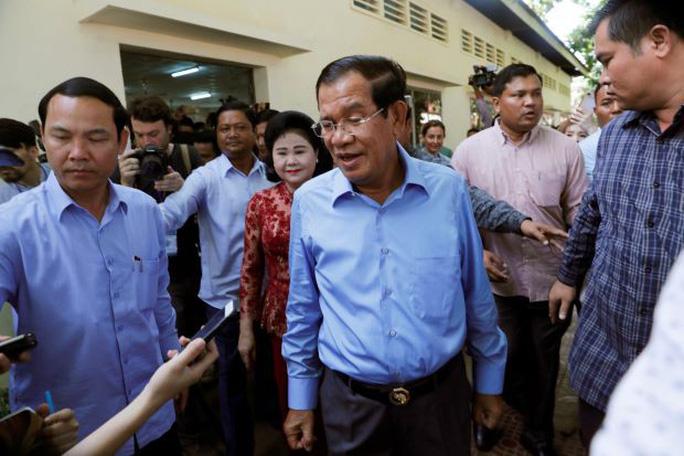 Campuchia mua thêm hàng loạt vũ khí của Trung Quốc - Ảnh 1.