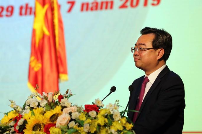Thủ tướng Nguyễn Xuân Phúc cùng báo Người Lao Động trao cờ Tổ quốc cho ngư dân Kiên Giang - Ảnh 7.