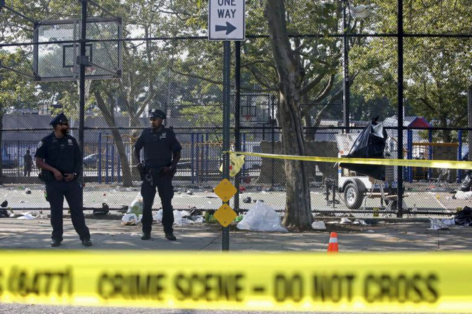 Cô gái trẻ thoát chết trong vụ xả súng nhờ… mặc áo ngực dày - Ảnh 3.