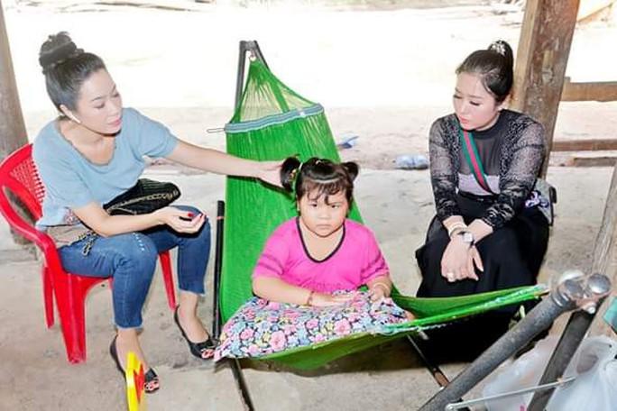 Trịnh Kim Chi nỗ lực giúp bé gái viêm não tủy - Ảnh 3.