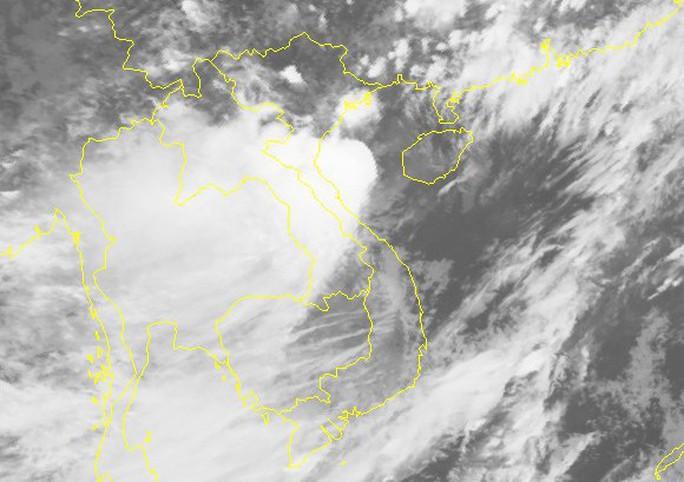 Bão số 2 giật cấp 11 vào vịnh Bắc Bộ, miền Bắc và miền Trung mưa rất to - Ảnh 2.