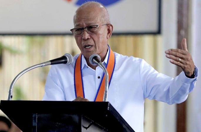 Bộ trưởng Philippines chỉ trích Trung Quốc bắt nạt ở biển Đông - Ảnh 1.