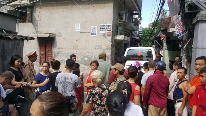 Sau tiếng nổ lớn, thi thể nữ gia chủ được phát hiện trên mái nhà - Ảnh 2.