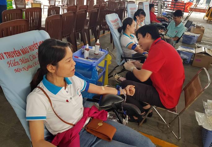 CNVC-LĐ TP HCM hiến máu cứu người - Ảnh 1.