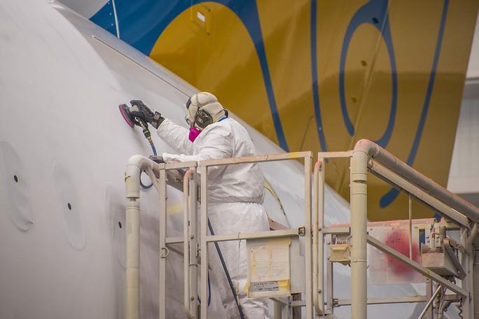 Clip cận cảnh quá trình lắp ráp, sơn siêu máy bay Boeing 787-10 cho Việt Nam - Ảnh 7.