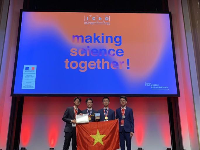 Việt Nam giành 2 huy chương vàng, 2 huy chương bạc Olympic Hoá học quốc tế - Ảnh 1.