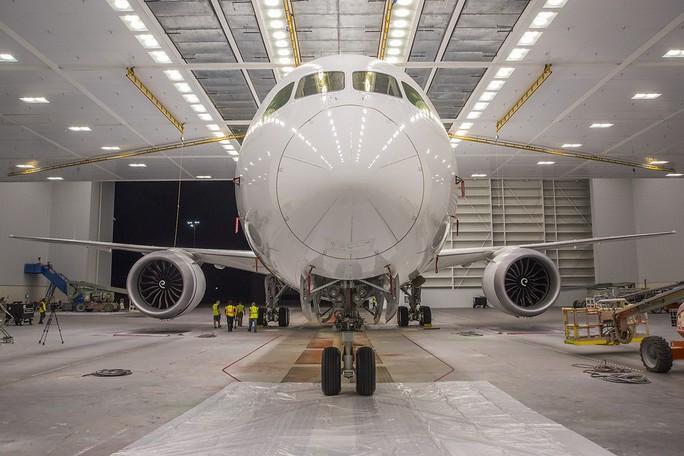 Clip cận cảnh quá trình lắp ráp, sơn siêu máy bay Boeing 787-10 cho Việt Nam - Ảnh 4.