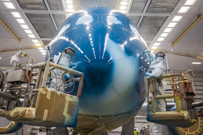 Clip cận cảnh quá trình lắp ráp, sơn siêu máy bay Boeing 787-10 cho Việt Nam - Ảnh 11.