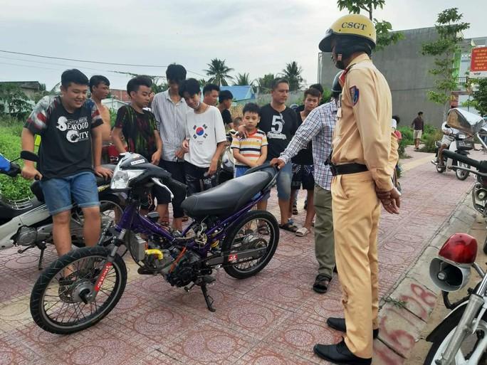 Hơn 20 thiếu niên phóng xe bạt mạng, thách thức CSGT - Ảnh 1.