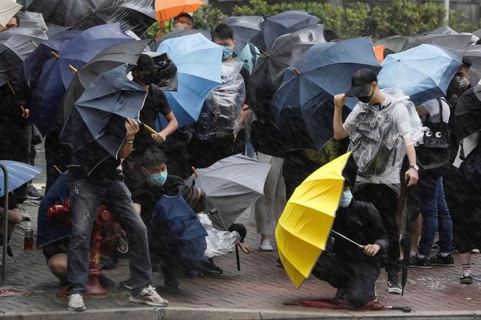 Hồng Kông đưa 23 người biểu tình ra toà - Ảnh 1.