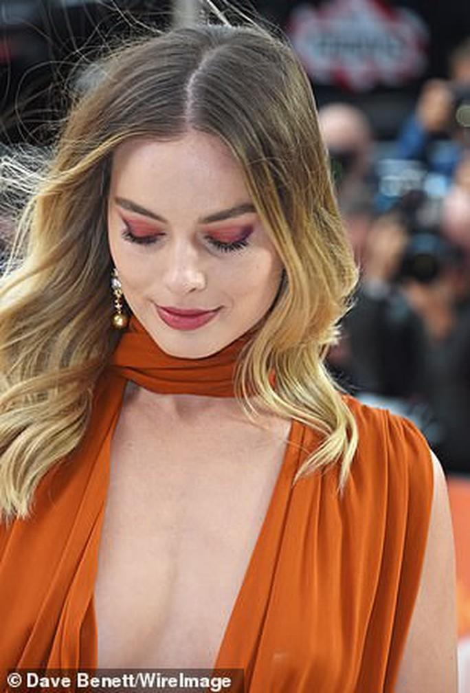 Bông hồng Margot Robbie đẹp thiêu đốt ánh nhìn - Ảnh 4.