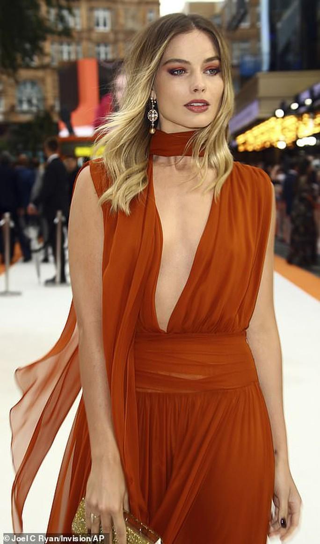 Bông hồng Margot Robbie đẹp thiêu đốt ánh nhìn - Ảnh 2.