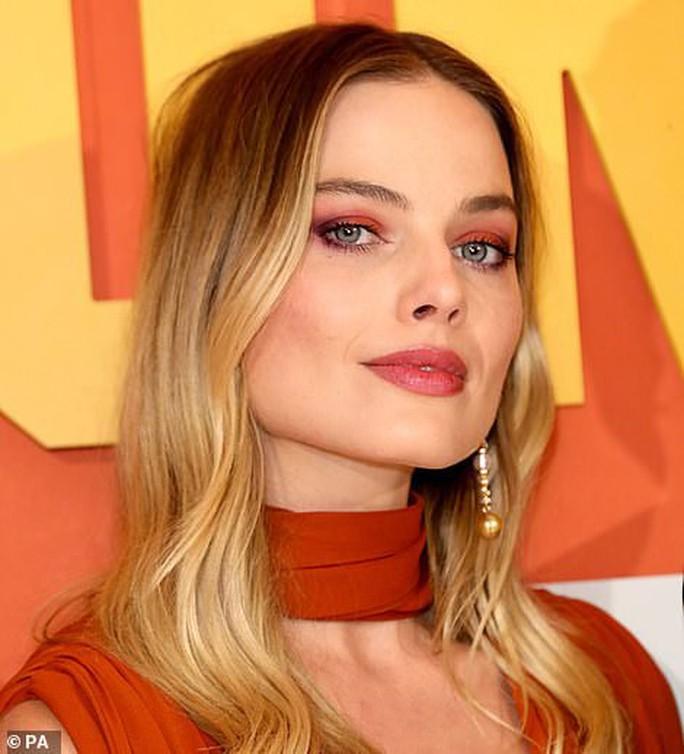 Bông hồng Margot Robbie đẹp thiêu đốt ánh nhìn - Ảnh 8.