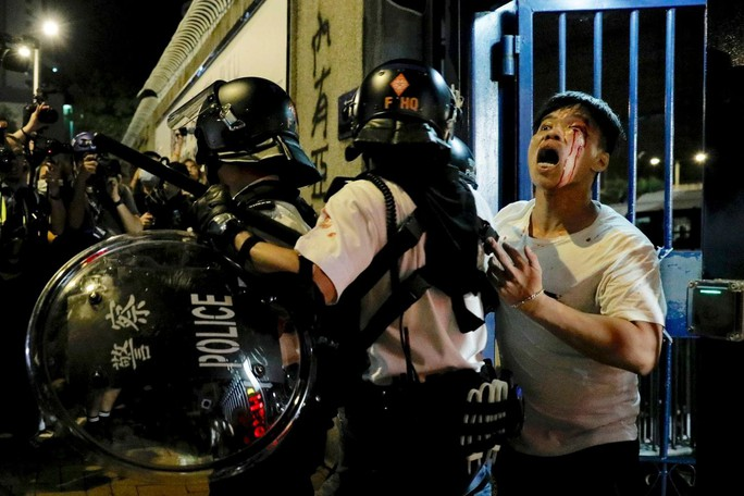 Hồng Kông đưa 23 người biểu tình ra toà - Ảnh 2.