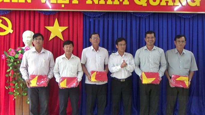 Trao cờ Tổ quốc cho ngư dân Bà Rịa - Vũng Tàu và Khánh Hòa - Ảnh 1.