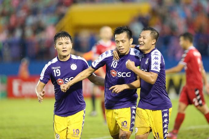 Chung kết AFC Cup lượt đi: Hà Nội FC thắng nhờ trọng tài công tâm - Ảnh 1.