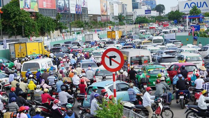 Cuối năm, khu vực sân bay Tân Sơn Nhất và cảng Cát Lái sẽ hết kẹt xe - Ảnh 1.